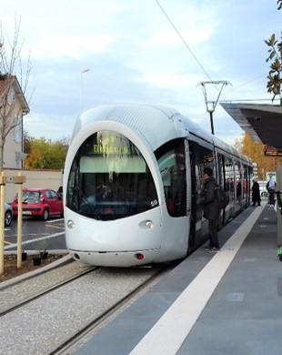 Réalisation du tramway T6 de Debourg aux hôpitaux EST à Lyon,Bron et Vénissieux (69)